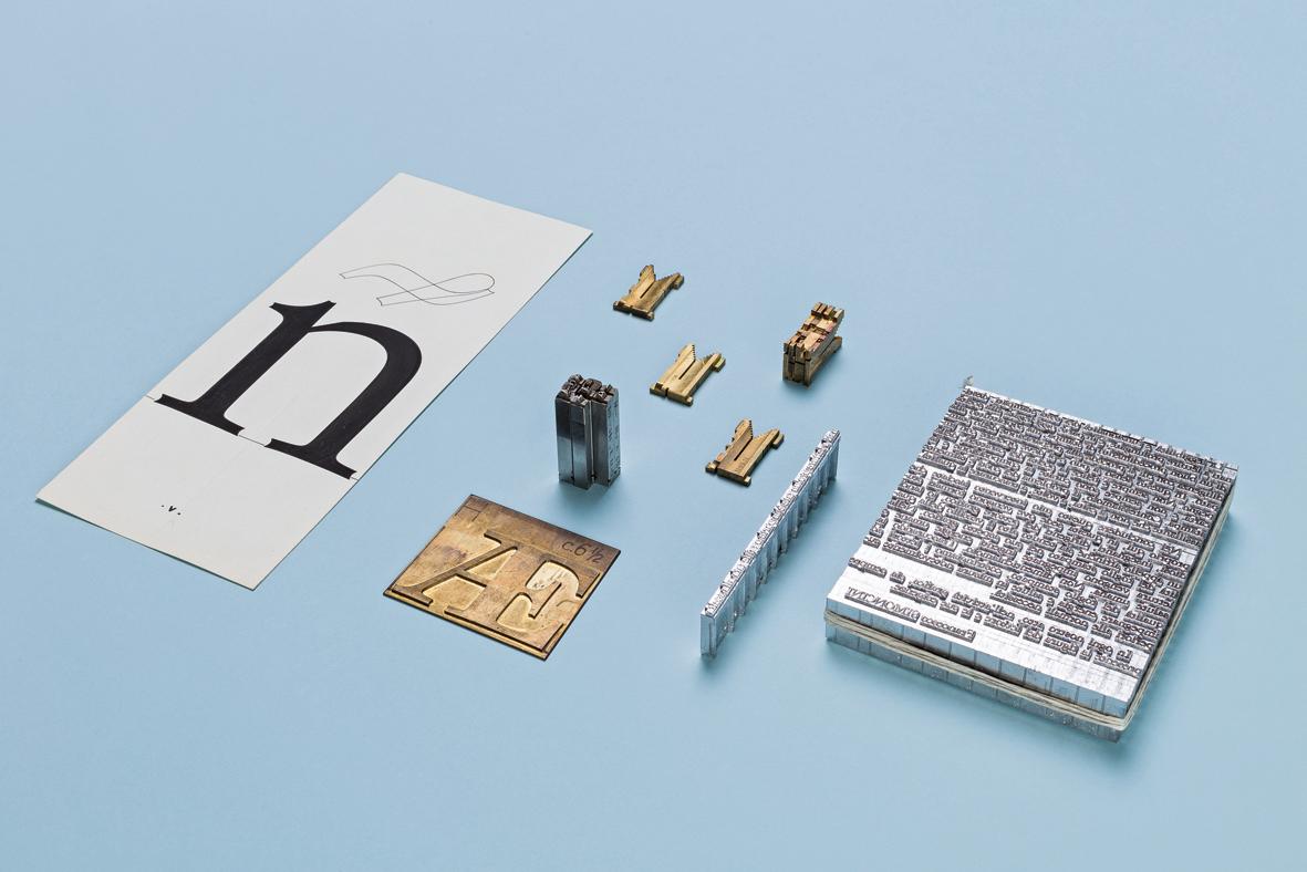 Materiali per la produzione di un carattere tipografico con Linotype.